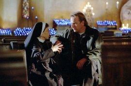 Linda Hunt and Kevin Costner in Dragonfly