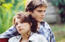 Chulpan Khamatova and Daniel Bruhl in Good-bye, Lenin!