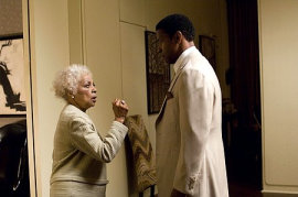 Ruby Dee and Denzel Washington in American Gangster