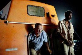 Tom Hanks and Barkhad Abdirahman in Captain Phillips
