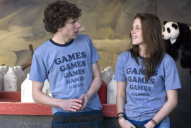 Jesse Eisenberg and Kristin Stewart in Adventureland