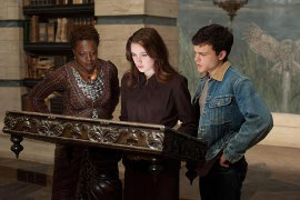 Viola Davis, Alice Englert, and Alden Ehrenreich in Beautiful Creatures