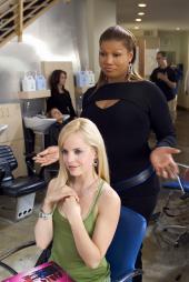 Mena Suvari and Queen Latifah in Beauty Shop