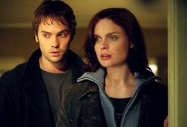 Barry Watson and Emily Deschanel in Boogeyman