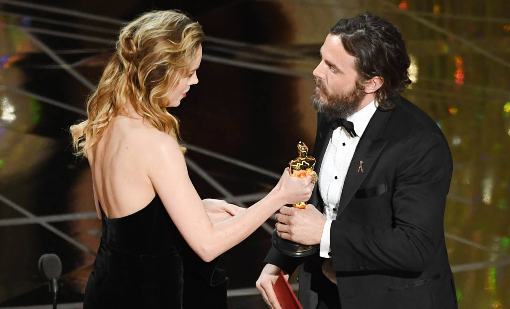 Brie Larson presenting Best Actor to Casey Affleck