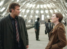 Clive Owen and Julianne Moore in Children of Men