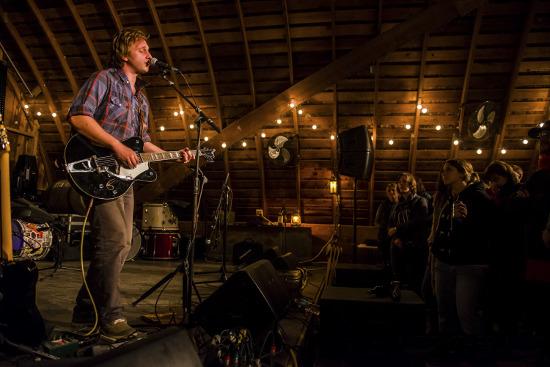 Willy Mason at Codfish Hollow Barn in 2013. Photo by Matt Erickson (MRE-Photography.com).