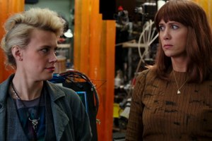 Kate McKinnon and Kristen Wiig in Ghostbusters