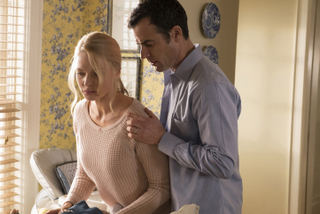 Rebecca Ferguson and Justin Theroux in The Girl on the Train