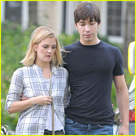 Drew Barrymore and Justin Long in Going the Distance