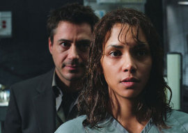 Robert Downey Jr. and Halle Berry in Gothika