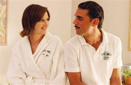 Lisa Kudrow and Bobby Cannavale in Happy Endings