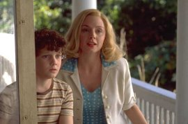 Anton Yelchin and Hope Davis in Hearts in Atlantis