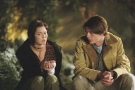 Mandy Moore and Trent Ford in How to Deal
