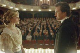 Jessica Biel and Edward Norton in The Illusionist