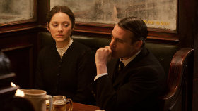 Marion Cotillard and Joaquin Phoenix in The Immigrant