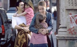 Paddy Considine, Emma Bolger, Sarah Bolger, and Samantha Morton in In America