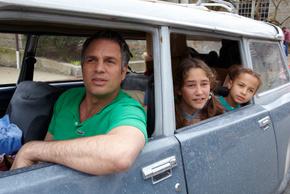 Markl Ruffalo, Imogene Wolodarsky, and Ashley Aufderheide in Infinitely Polar Bear