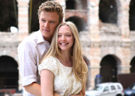 Christopher Egan and Amanda Seyfried in Letters to Juliet