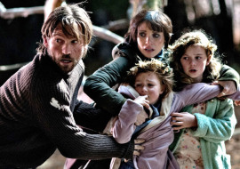 Nikolaj Coster-Waldau, Jessica Chastain, Isabelle Nélisse, and Megan Charpentier in Mama
