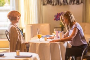 Julia Roberts and Jennifer Aniston in Mother's Day