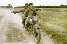 Rodrigo de la Serna and Gael Garcia Bernal in The Motorcycle Diaries
