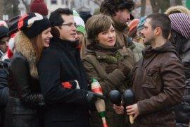 Debra Messing, John Leguizamo, Elizabeth Peña, and Freddy Ridriguez in Nothing Like the Holidays