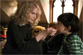 Mia Farrow and Seamus Davey-Fitzpatrick in The Omen