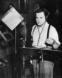 Orson Welles performs for the Mercury Theatre