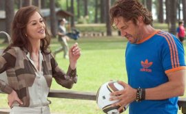 Catherine Zeta-Jones and Gerard Butler in Playing for Keeps