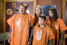 Robin Williams, Cheryl Hines, Josh Hutcherson, and Joanna Levesque in RV