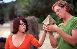 Linda Cardellini and Matthew Lillard in Scooby-Doo