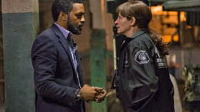 Chiwetel Ejiofor and Julia Roberts in Secret in Their Eyes