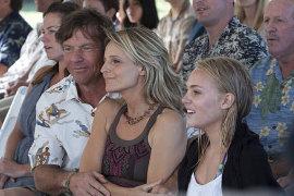 Dennis Quaid, Helen Hunt, and AnnaSophia Robb in Soul Surfer