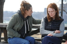 Kristen Stewart and Julianne Moore in Still Alice