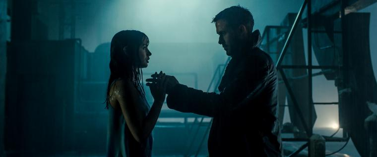 Ana de Armas and Ryan Gosling in Blade Runner 2049