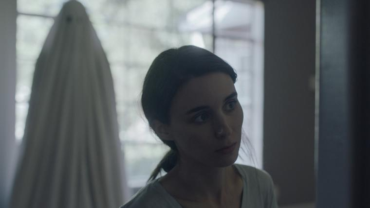 Casey Affleck and Rooney Mara in A Ghost Story