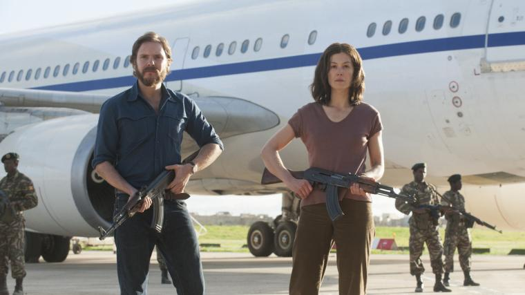 Daniel Brühl and Rosamund Pike in 7 Days in Entebbe