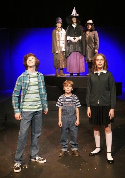 Gage McCalester, Ben Bergthold, Bella Kuta (front), Jazmin Mendez-Barradas, Elle Winchester, and Sofia Ortiz (back) in A Wrinkle in Time