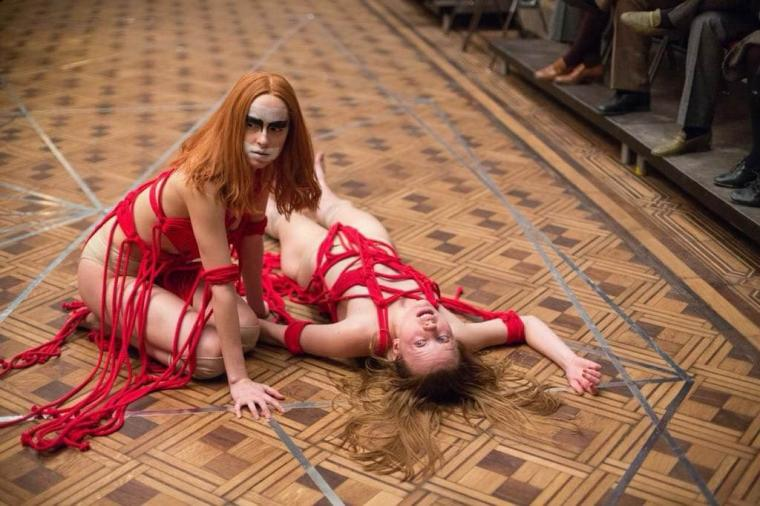 Dakota JOhnson and Mia Goth in Suspiria