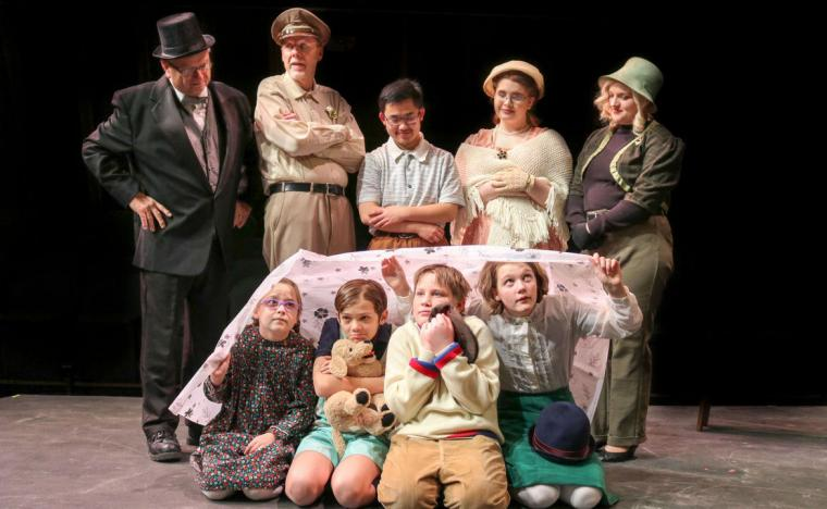 Jim Strauss, Don Faust, Nolan Schoenle, Jenya Loughney, Lauren Larson (standing), Madalyn Roland, Thom Elliott, Lennon Ross, and Chloe Hansen (seated) in The Boxcar Children