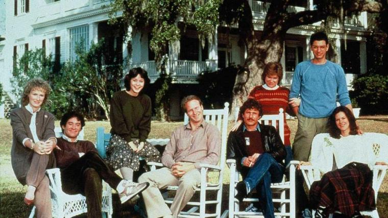 Glenn Close, Kevin Kline, Meg Tilly, William Hurt, Tom Berenger, Mary Kay Place, Jeff Goldblum, and Jobeth Williams in The Big Chill