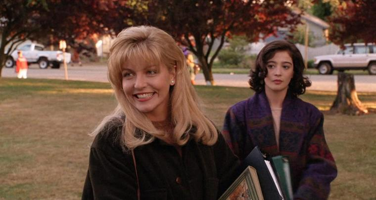 Sheryl Lee and Moira Kelly in Twin Peaks: Fire Walk with Me