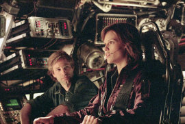 Aaron Eckhart and Hilary Swank in The Core
