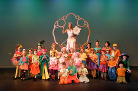 Mary Beth Riewerts' Glinda and the Munchkin actors in The Wizard of Oz